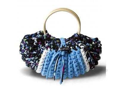 Geflochtene blaue Tasche